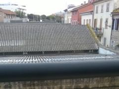 Tetto in amianto su un capannone in piazzale Cairoli a Senigallia