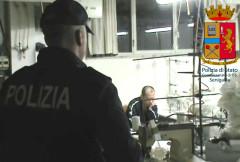 Polizia e Vigili del Fuoco sequestrano un laboratorio artigianale cinese