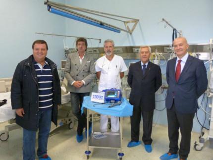 La consegna dell dispositivo per la broncoscopia donato dalle BCC di Ostra e Morro d'Alba, e Corinaldo