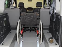 mezzo per il trasporto di anziani e disabili