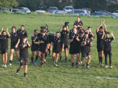 Il saluto al pubblico del Sena Rugby dopo il match contro il Cus Camerino Rugby