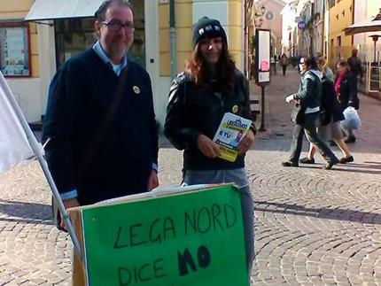 Banchetto informativo e raccolta firme a Senigallia della Lega Nord