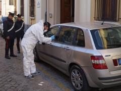 I rilievi tecnici dei Carabinieri sulle autovetture rinvenute a Ostra e Senigallia alla ricerca di impronte digitali