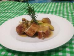 Coniglio ripieno con patate arrosto