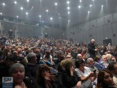 Il pubblico di 'Sister Act - Il Musical' sul palco del teatro La Fenice di Senigallia