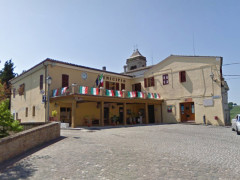 Piazza Leopardi a Castel Colonna (foto del maggio 2011)