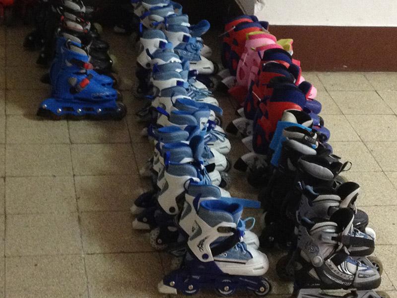 Corsi del Senigallia Skating Club con scuole e bambini