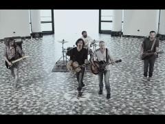 """Una scena del video del primo singolo """"Unconditional"""" del duo """"Fab Box"""", tratto dall'album """"Two"""" e girato alla Rotonda a Mare di Senigallia"""