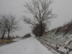 Nell'entroterra fermano, neve e strade ghiacciate