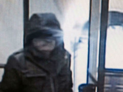 Il sospettato del lancio del petardo in Municipio a Senigallia, immortalato dalle videocamere