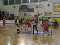 un momento del match tra Monteroni e Pallacanestro Senigallia
