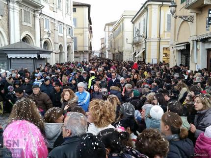 Grande partecipazione a Senigallia per il Carnevale 2016 lungo le vie del centro storico
