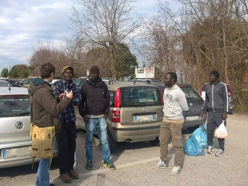 Migranti e parcheggiatori all'ospedale di Senigallia