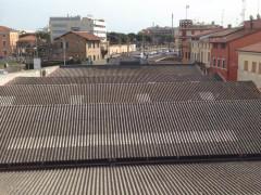 I capannoni dell'ex Alfa Romeo, nel piazzale Cairoli a Senigallia tornano al centro del dibattito sul rischio connesso all'amianto