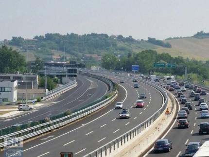 La complanare nord di Senigallia e l'autostrada A14 a tre corsie