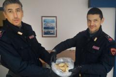 I biscotti preparati con un impasto contenente, fra l'altro, foglie triturate di cannabis sequestrati dalla Polizia a Fano