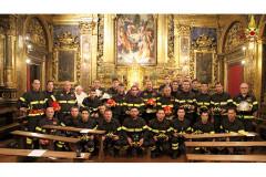 Benedetti a Senigallia gli elmi dei nuovi vigili del fuoco