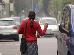 Mendicanti in strada, rom, elemosina