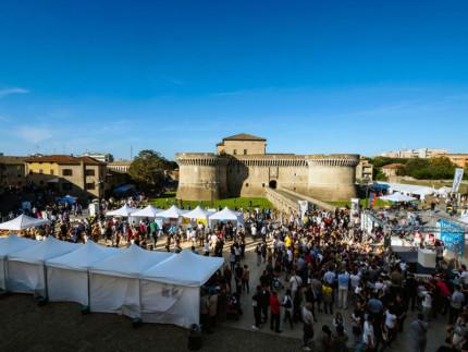 Una foto dell'edizione 2015 di Fosforo, la festa della scienza in piazza del Duca