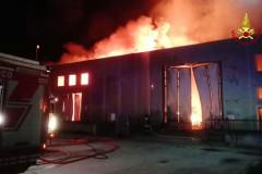 Il capannone della Union Cosmetics distrutto dall'incendio alla Cesanella di Senigallia: i Vigili del fuoco al lavoro