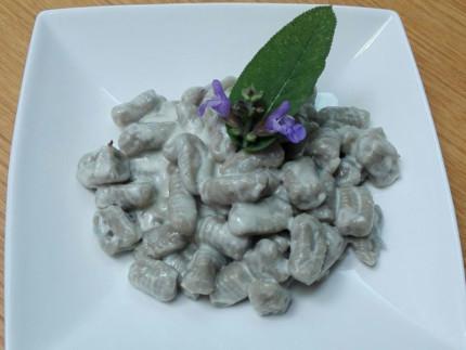 Gnocchi con patate viola al gorgonzola