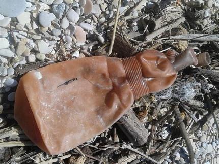 Raccolta dei rifiuti e indagine da parte di Legambiente e scuola Belardi a Marzocca di Senigallia