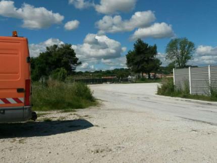 L'area tra la statale Adriatica (via R.Sanzio) e la pista ciclabile della Cesanella di Senigallia, dove lavorano le lucciole