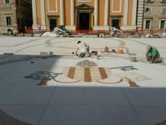 Lo stemma papale di Benedetto XIV posizionato in piazza Garibaldi a Senigallia