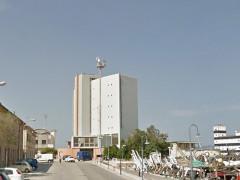 L'ex hotel La Vela al porto di Senigallia