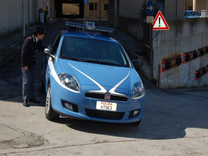 Volante, Polizia, 113