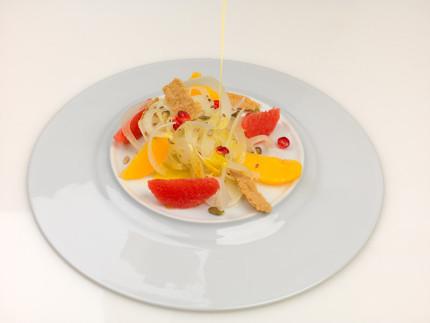 Insalatina di finocchi, agrumi, semi, melagrana e cracker di amaranto