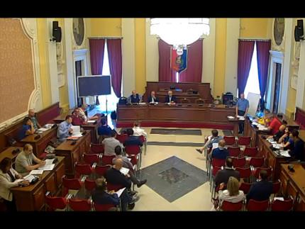 L'assemblea dei partecipanti alla sottoscrizione del contratto di fiume nella sala consiliare di Senigallia