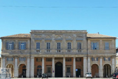 Palazzo Micciarelli, l'ex Filanda, che si affaccia su piazza Garibaldi a Senigallia