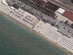 Gli stabilimenti balneari sulla spiaggia a Marzocca di Senigallia