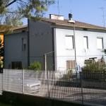 Lastre di amianto a Borgo Bicchia, a fianco della scuola dell'infanzia San Gaudenzio