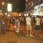 Giovani nei locali del lungomare di Senigallia, vita notturna