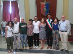 Foto di gruppo con lo staff di Caterpillar dopo il conferimento della cittadinanza a Ceresa, Cirri e Solibello