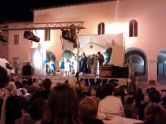 """Una scena del musical de Il Giardino dei Bucaneve"""" a Ostra Vetere in occasione di cocomeravis 2016"""