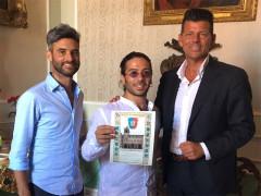 Il premio ricevuto in Comune da Filippo Macchiarelli