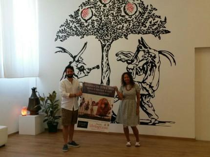 """Daniele Vocino e Catia Urbinelli presentano la mostra """"Màscara, tra rito e mito"""" al teatro Nuovo Melograno di Senigallia"""