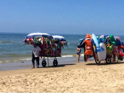venditori ambulanti, abusivi, in spiaggia
