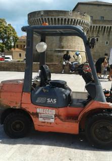 Il muletto in piazza del Duca a Senigallia giorni dopo la conclusione del Summer Jamboree