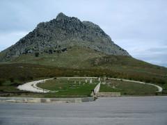 Il memoriale della strage di Portella della Ginestra avvenuta il 1° maggio 1947. Foto tratta da giacomopalumbo.blogspot.it