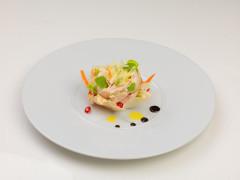 La rosetta di Andrea Rotatori: cialda di pasta phyllo, spuma di stracchino, catalana di verdure e petto di cappone marinato