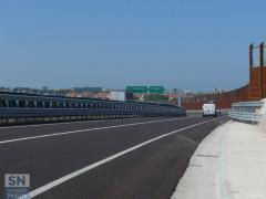 La complanare, tratto sud, aperta il 26 agosto 2016 (direzione nord). Dopo l'uscita dalla galleria del Cavallo si arriva all'altezza del casello autostradale dell'A14