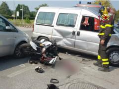 Schianto moto-auto sulla strada Arceviese