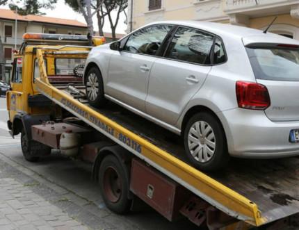 Auto rimossa (foto di repertorio)