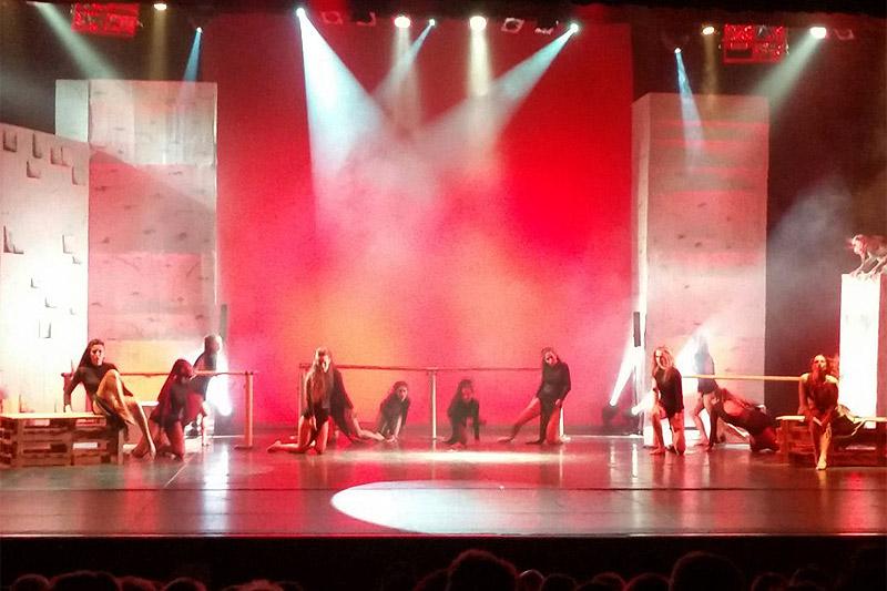Lo spettacolo di beneficenza a Senigallia realizzato dal centro studi danza Nirvana a favore de I Compagni di Jeneba onlus. Foto di Rosi Mancini