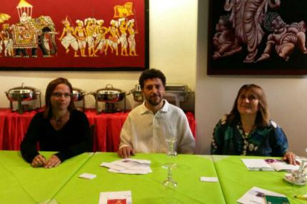 da sx Maria Loreta Pagnani, Mohamed Malih e Margherita Angeletti presentano l'associazione Stracomunitari