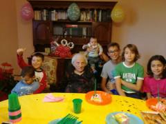 La centenaria Maria Luisa Lorenzetti con i bisnipoti